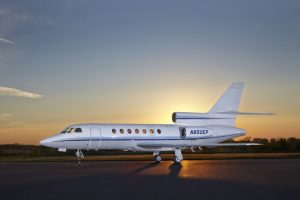 Falcon_50_Jet_ClubJet_9'15_N850EP_x_exterior_side-60mb (2)